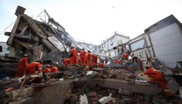 الصين : 8 قتلى و9 مفقودين في انهيار الفندق