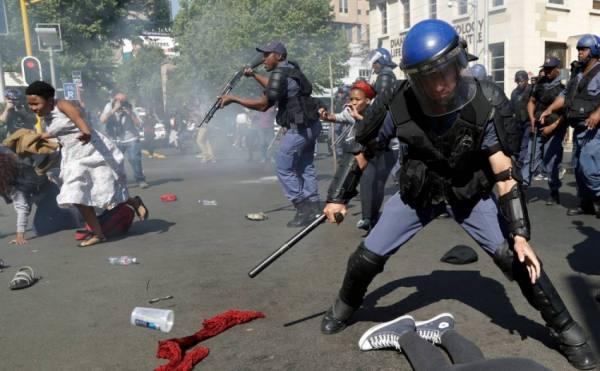 شغب وحرب في جنوب إفريقيا.. 32 حصيلة القتلى