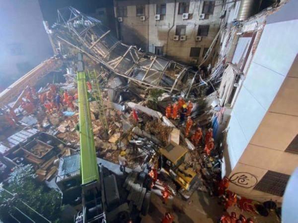 ارتفاع حصيلة القتلى في انهيار فندق شرق الصين إلى 17 شخصا