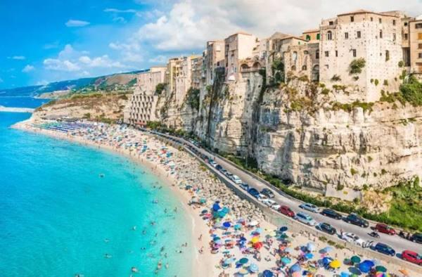 قرية إيطالية تدفع لك 28 ألف يورو للإقامة فيها .. وتدعم مشروعك