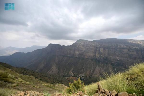 جبال القهر بجازان.. وجهة المغامرين والمستكشفين