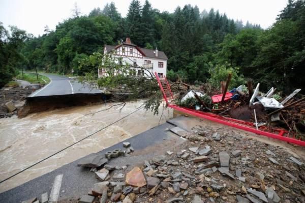 19 قتيلا في عواصف وفيضانات ألمانيا