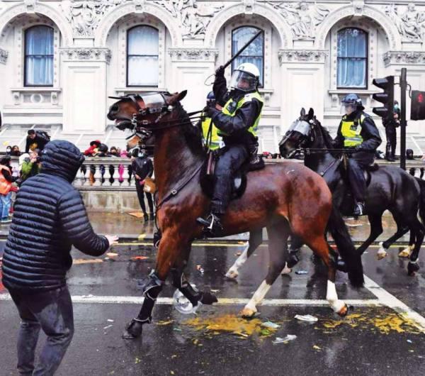 شرطة إنجلترا تقبض على 4 متهمين بالعنصرية