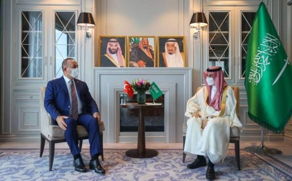 وزير الخارجية يلتقي نظيره التركي