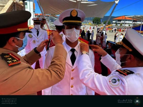 قائد الأسطول الغربي يحضر تخريج الدفعة الأولى من طلبة القوات البحرية المبتعثين في إسبانيا
