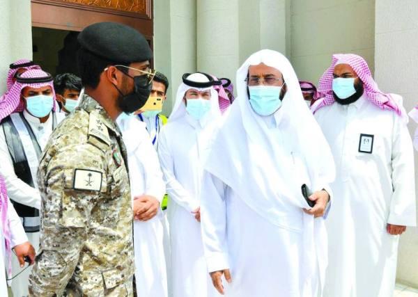 وزير الشؤون الإسلامية لرجال الأمن: «معانون بإذن الله»