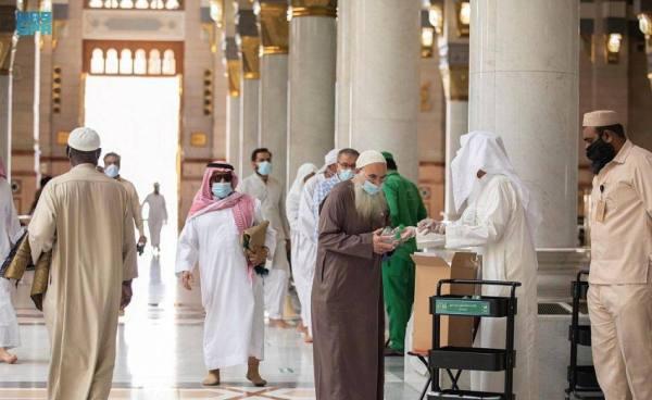١٠٠ ألف عبوة ماء زمزم و ٢٠٠٠ عبوة تمر يوميا بالمسجد النبوي