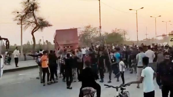 بالفيديو ..احتجاجات العطش مستمرة في إيران.. ومقتل شاب