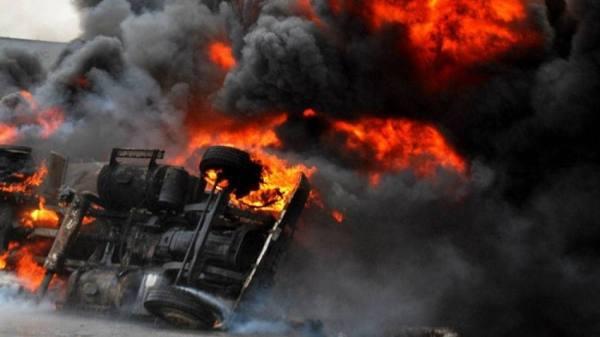 13 قتيلا في انفجار شاحنة صهريج في كينيا