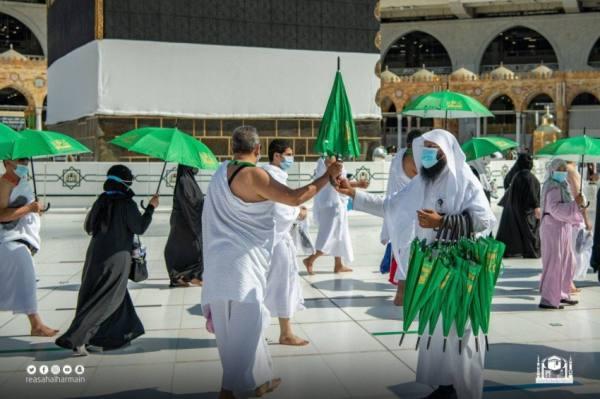 توزيع 80 ألف مظلة لضيوف الرحمن