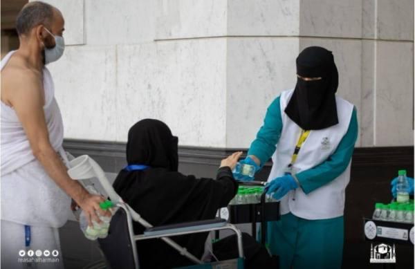825 كادر نسائي لخدمة قاصدات المسجد الحرام لأداء طواف الإفاضة