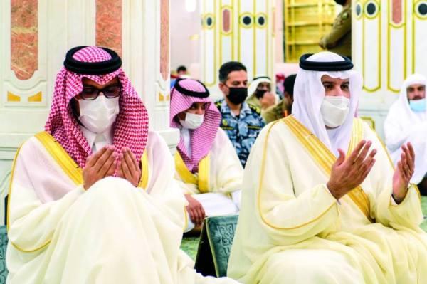 أمير المدينة ونائبه يهنئان القيادة بمناسبة عيد الأضحى المبارك