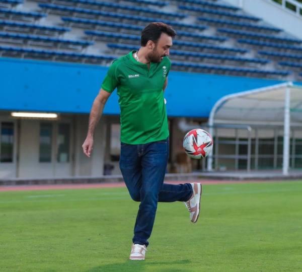 وزير الرياضة يشعل تدريبات الأخضر قبل مواجهة ساحل العاج غداً