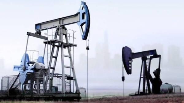 انخفاض سعر النفط لزيادة المخزونات الأمريكية