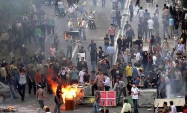 إيران تواجه الاحتجاجات بقطع الإنترنت!