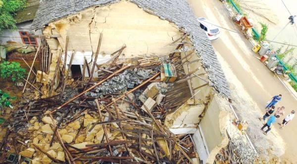 «تشنغتشو» الصينية تلملم حطامها بعد أمطار قتلت العشرات
