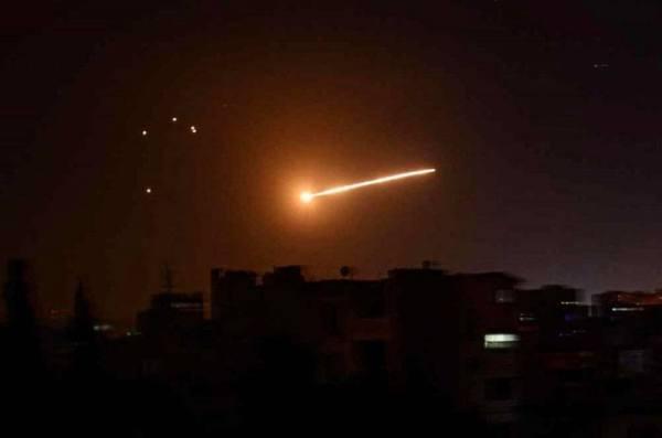 سوريا.. إسرائيل تقصف مواقع في حمص.. والنظام يقصف إدلب