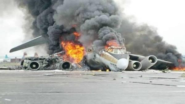 سقوط طائرة إثيوبية في مطار مدينة حدر في جنوب غرب الصومال