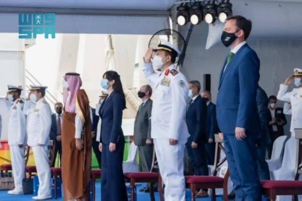 قائد القوات البحرية الملكية السعودية يرعى مراسم تعويم سفينة جلالة الملك