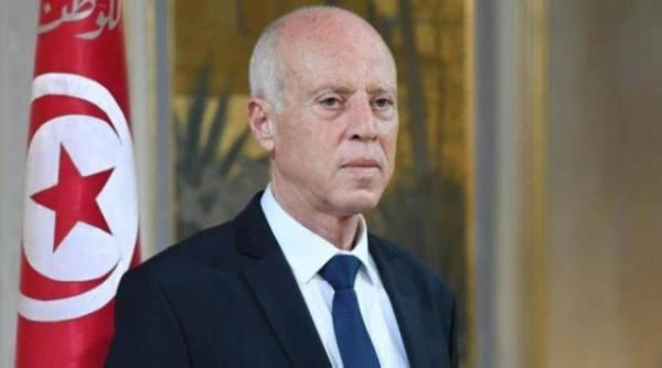 الرئيس التونسي يعفي وزير الدفاع..وكيانات سياسية تؤيد الإجراءات