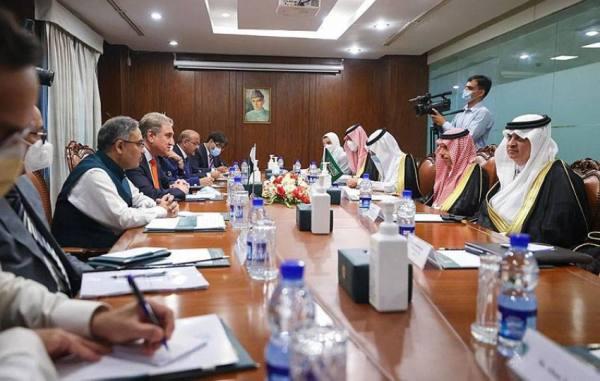 وزير الخارجية يلتقي نظيره الباكستاني ويعقدان جلسة مباحثات رسمية