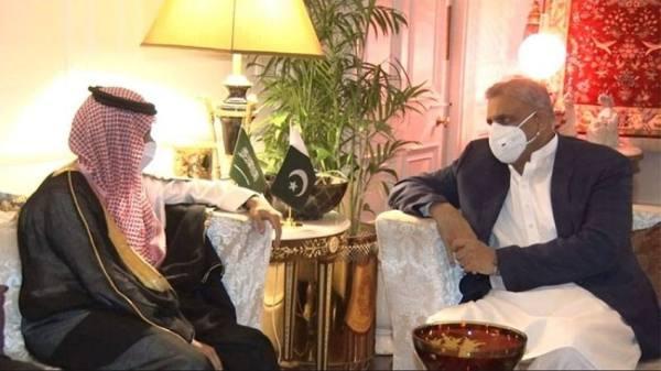وزير الخارجية يلتقي قائد الجيش الباكستاني
