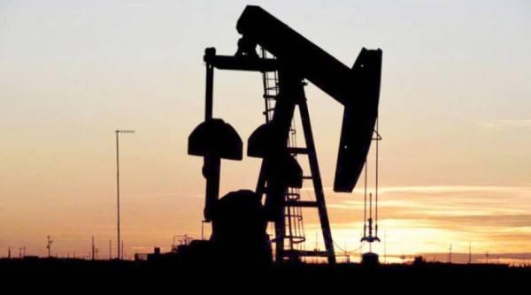 ارتفاع النفط لتراجع المخزونات والمنتجات الأمريكية