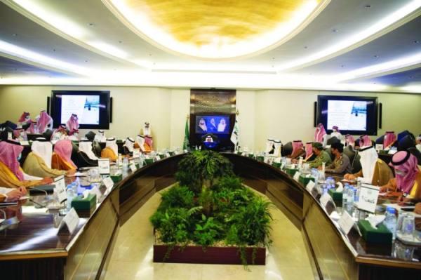 الفيصل يترأس اجتماع «الحج المركزية» ويطلع على تحديات الموسم