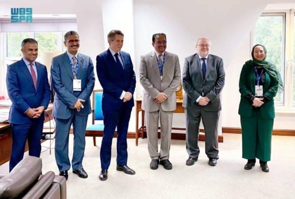 آل الشيخ يبحث مجالات التعاون مع عدد من مسؤولي التعليم في القمة العالمية بلندن