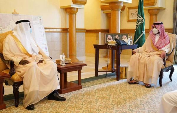 نائب أمير مكة المكرمة يتسلّم التقرير السنوي لأعمال معهد الإدارة