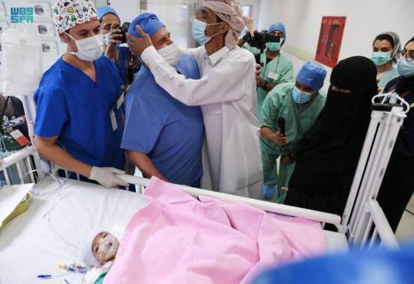 د.الربيعة: نجاح عملية فصل التوأم الطفيلي اليمني في وقت قياسي