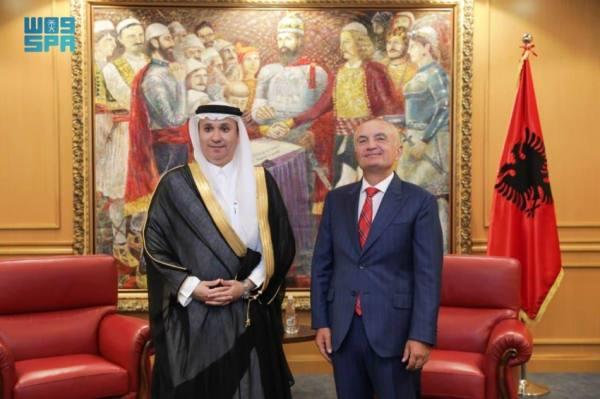 السفير حفظي يٌقدّم أوراق اعتماده لرئيس ألبانيا