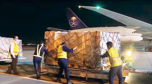 مغادرة أولى طلائع الجسر السعودي لدعم ماليزيا بمواجهة كورونا