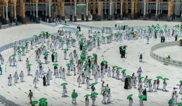 توزيع نحو 9 الآف مظلة على قاصدي المسجد الحرام في صحن المطاف