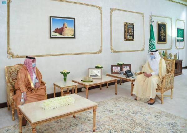 أمير المنطقة الشمالية يستقبل مدير فرع  المركز الوطني لتنمية الغطاء النباتي بالحدود الشمالية
