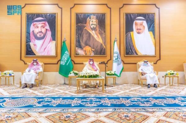أمير الباحة يستقبل منسوبي الإمارة ومديري الإدارات الحكومية ومدير جوازات الباحة المعيّن حديثاً
