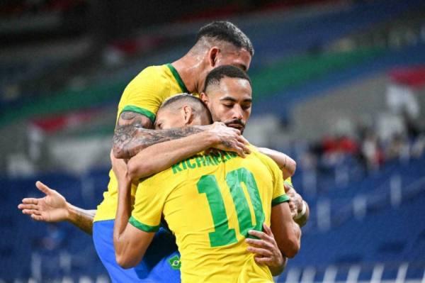 البرازيل لبلوغ النهائي الثالث على التوالي