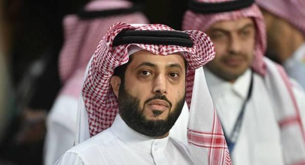 آل الشيخ عضواً ذهبياً في الأهلي