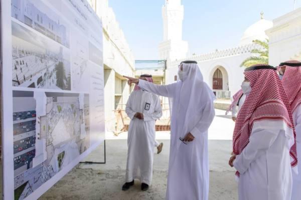 فيصل بن سلمان يطلّع على مستجدات أعمال مشروع مركز القبلتين الحضاري