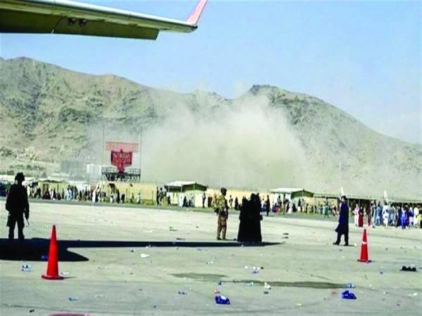 انفجار ضخم في مطار كابول يوقع عشرات الضحايا