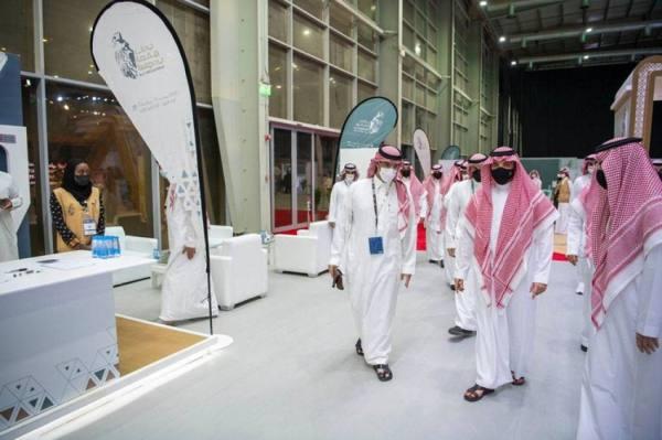 الأمير عبد العزيز بن سعود يزور المزاد الدولي لمزارع إنتاج الصقور