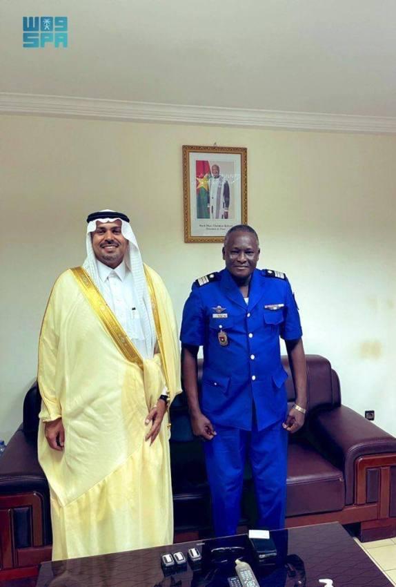 السفير  الدوسري يستعرض مع قائد أركان الدرك البوركيني العلاقات الثنائية