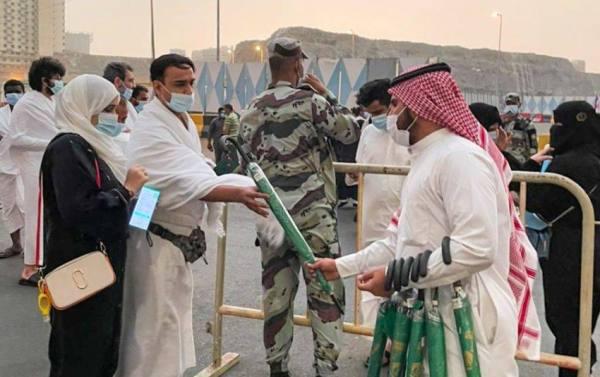 توزيع 1500 مظلة وقت هطول الأمطار بالمسجد الحرام