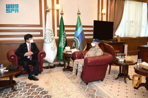 رئيس الأركان يبحث التعاون العسكري مع كوريا الجنوبية