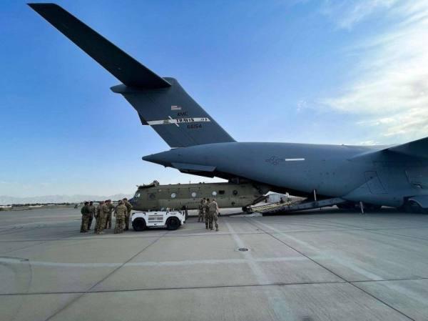 السفير الأمريكي والقائد الميداني للقوات الأمريكية يغادران العاصمة الأفغانية