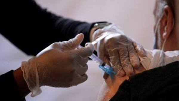 القبض على رجل تلقى 5 جرعات من 3 لقاحات مختلفة في شهرين