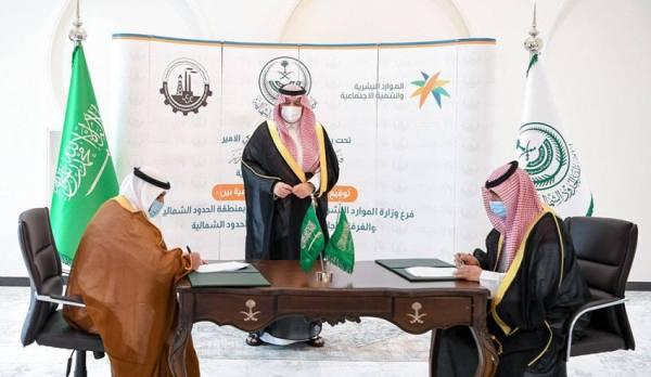 فيصل بن خالد يشهد توقيع مذكرة تعاون بين
