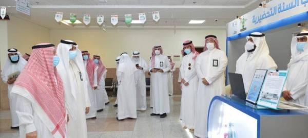 رئيس جامعة الملك عبدالعزيز يقف على تطبيق الإجراءات الاحترازية