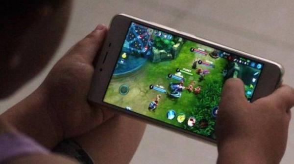 3 ساعات .. الصين تحدّد أوقات لعب الأطفال عبر الإنترنت