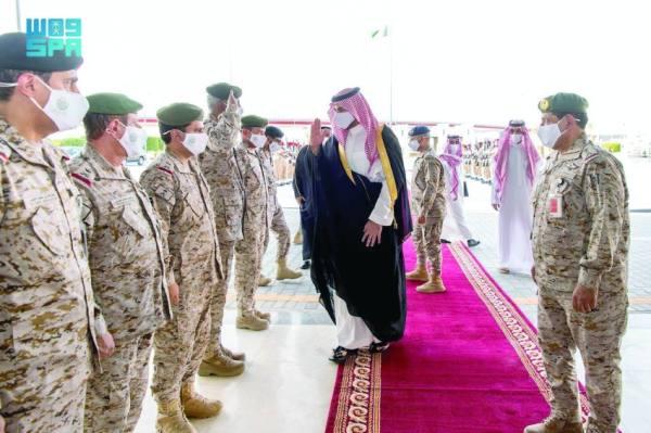 نائب وزير الدفاع يتفقد جاهزية القوات البرية